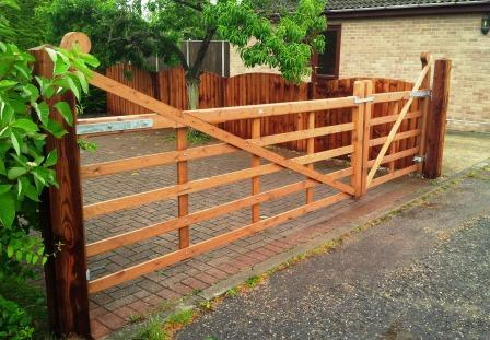 Hook Entrance Gates Tarmec and Croft 01787 224848