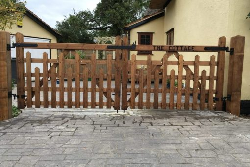 picket 5 bar gates in driveway 01787 224848