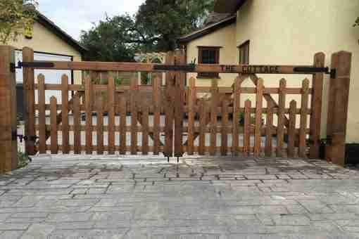 picket 5 bar gates in driveway 01787 224848