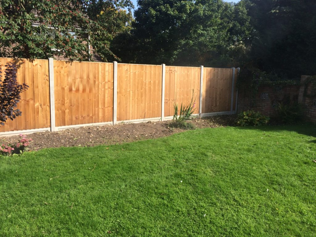Heavy duty closeboard fencing on concrete - chelmsford - tarmec and croft fencing and gates -01787 224848
