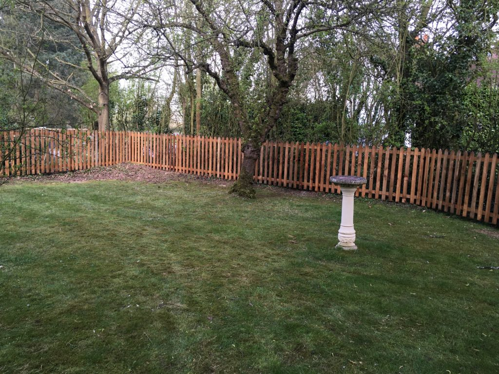 Pointed picket pannels - earls colne - Tarmec and croft fencing and gates 01787 224848