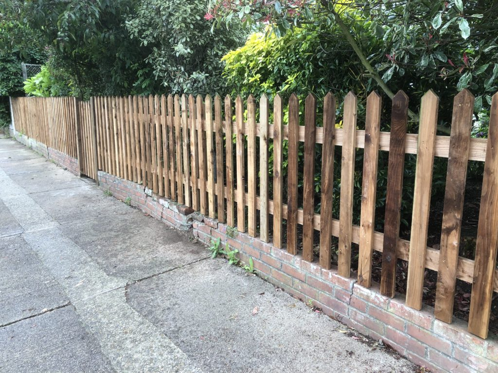 pointed picket fences and side gate - coggashall - tarmec and croft fencing and gates 01787224848