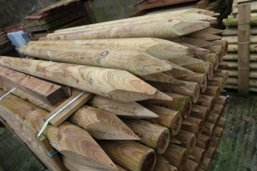 pointed top round posts - end view - tarmec and croft fencing and gates ltd 01787 224848