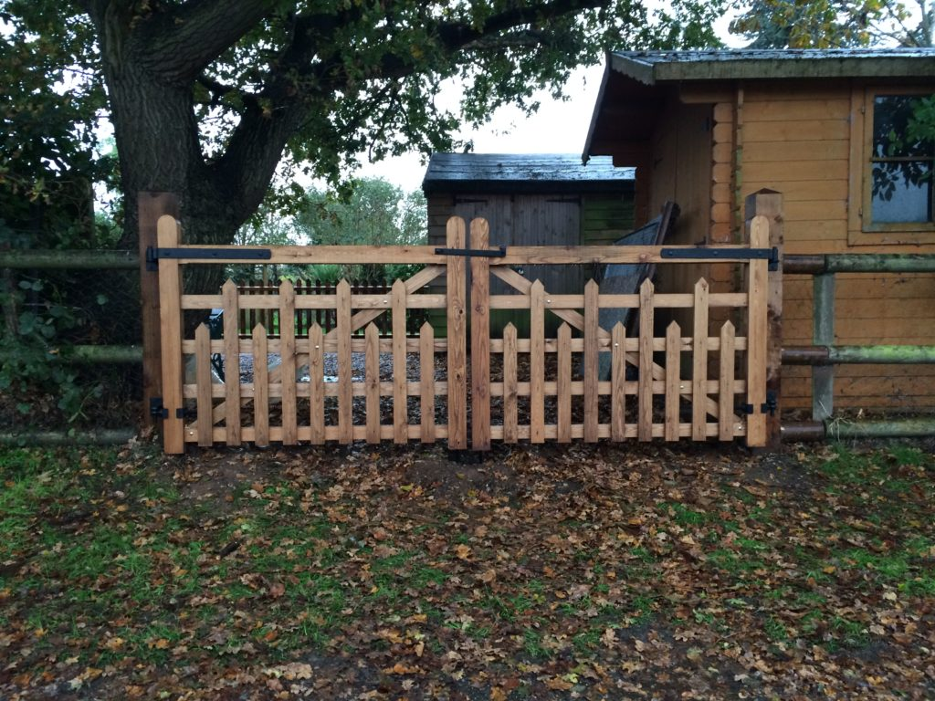 Picketed 5 Bar Gates Essex Tarmec and croft fencing and gates 01787 224848