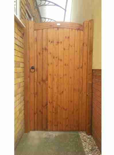 sudbury side gate tarmec and croft fencing and gates 01787 224848