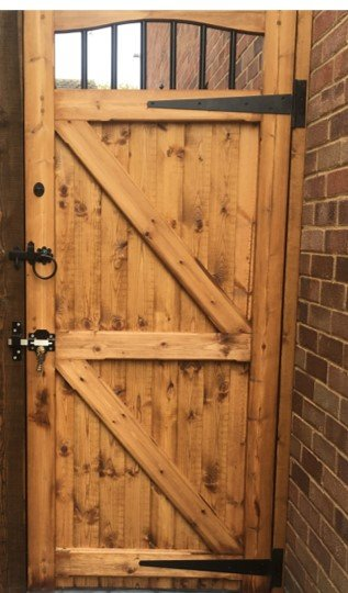 Black T-hinge side gate fixtures tarmec and croft fencing and gates 01787 224848 (2)