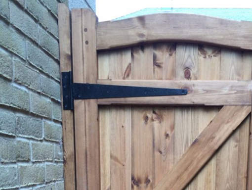 T-hinge in use black - tarmec and croft fencing and gates ltd 01787 224848