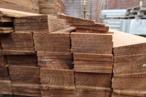 feather edge fencing materials - end view - tarmec and croft fencing and gates ltd 01787 2248484