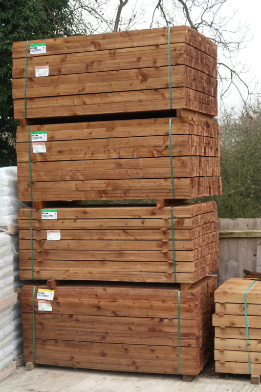 feather edge stock photo of yard in earls colne - halsted aread - tarmec and croft fencing and gates ltd 01787 224848