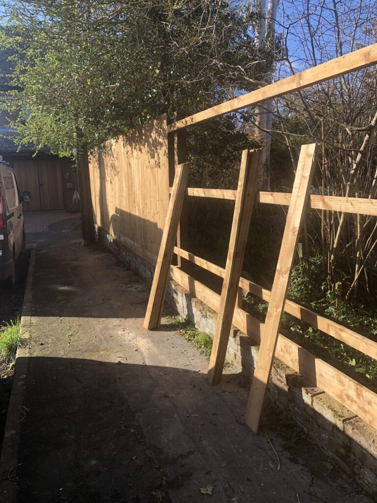 fence put up construction tarmec and croft fencing and gates ltd 01787 224848